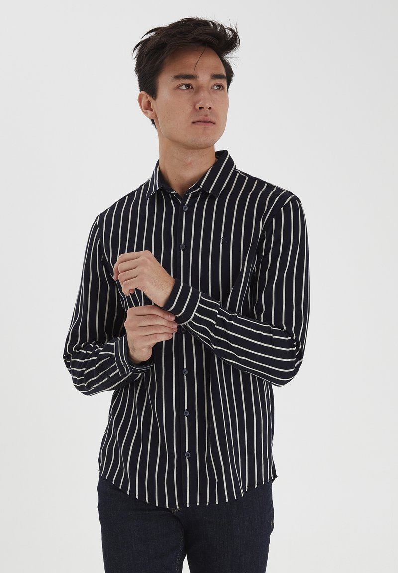 Casual Friday - Shirt - navy blazer