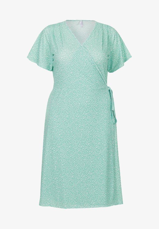 ETAM PLUS SANDY DRESS - Korte jurk - m.bright mint