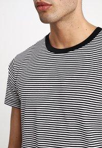 Mads Nørgaard - FAVORITE MINI THOR - T-Shirt print - black/white - 4