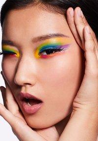 MAC - ART LIBRARY - Eyeshadow palette - it's designer - 10