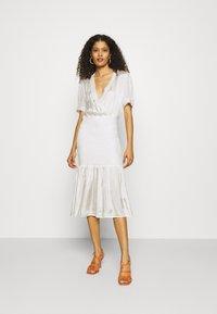 Résumé - DARLA DRESS - Denní šaty - white - 0