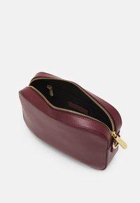 Marimekko - GRATHA BAG - Across body bag - winered - 2