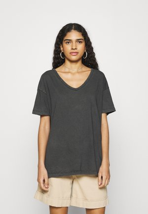 WEB ONLY  V NECK TEE - Basic T-shirt - grey shadow