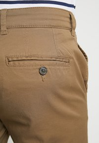Selected Homme - SLHSTRAIGHT PARIS - Shorts - camel - 5
