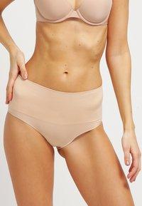Spanx - EVERYDAY BRIEF - Stahovací prádlo - soft nude - 0