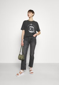 BDG Urban Outfitters - ETERNAL MOON TEE - Print T-shirt - washed grey - 1