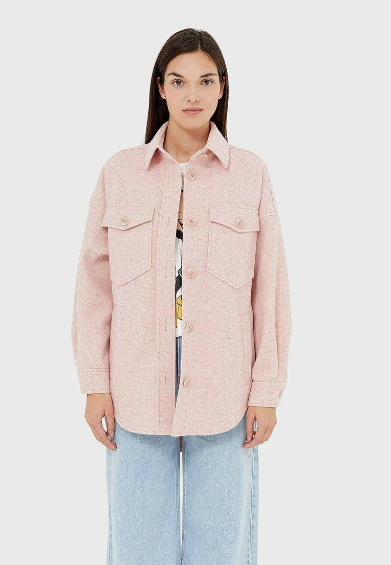 Stradivarius - Lehká bunda - pink
