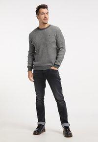 TUFFSKULL - Stickad tröja - dunkelgrau - 1