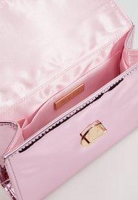 Mascara - Handtas - pink - 4