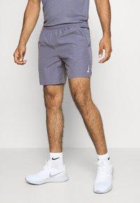Nike Performance - M NK RUN DVN CHLLGR FL 7IN BF - Pantalón corto de deporte - world indigo/white - 0
