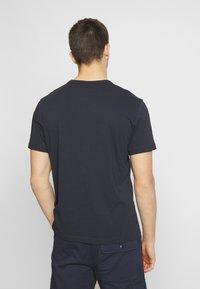 Champion Reverse Weave - T-shirt imprimé - dark blue - 2