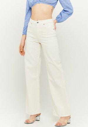 HIGH WAIST - Flared Jeans - white