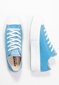 Converse - CHUCK TAYLOR ALL STAR LIFT RENEW  - Sneakersy niskie - coast/white - 5