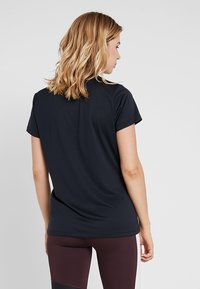 Under Armour - TECH - T-shirt basic - black/metallic silver - 2