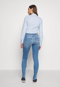 ONLY - ONLCARMEN LIFE SKINNY - Jeans Skinny Fit - light blue - 2