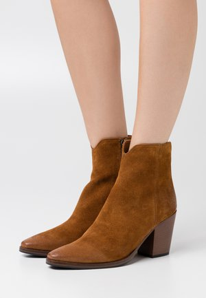 Cowboy/biker ankle boot - cannella