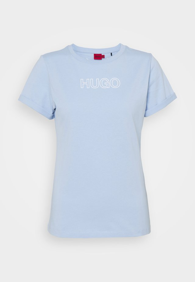 THE SLIM TEE - Triko s potiskem - light pastel blue