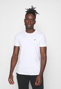 Hollister Co. - CREW 7 PACK - T-shirt basic - white/burg/beige/navy/grey siro/green/black - 1