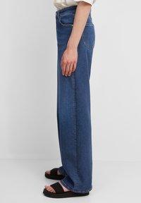 Marc O'Polo DENIM - Straight leg jeans - multi/clean cobalt dark blue - 3