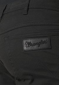 Wrangler - TEXAS - Jeans straight leg - black - 5