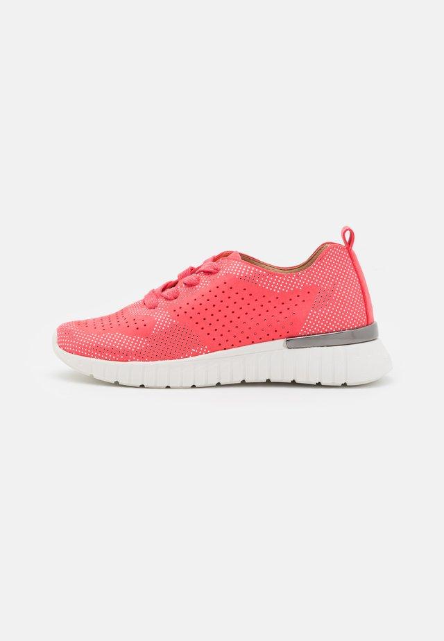 TULIP - Sneakers laag - raspberry