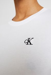 Calvin Klein Jeans - EMBROIDERY SLIM TEE - Jednoduché triko - bright white - 5