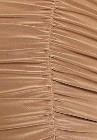 Missguided Maternity - RUCHED FRONT SLINKY SKIRT - Pouzdrová sukně - camel - 2