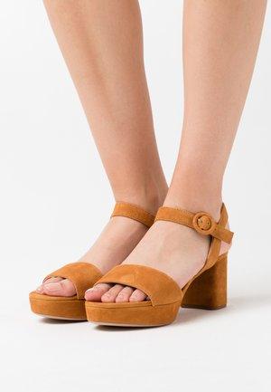 NENES - Sandály na platformě - tumeric