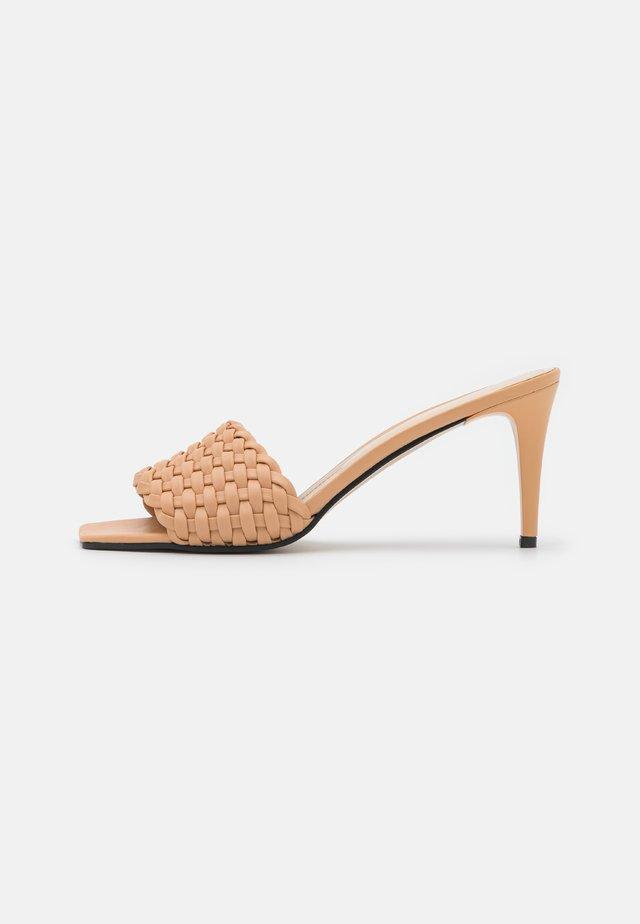 SOMON - Slip-ins med klack - coral