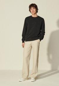 sandro - CREW UNISEX - Sweatshirt - noir - 0
