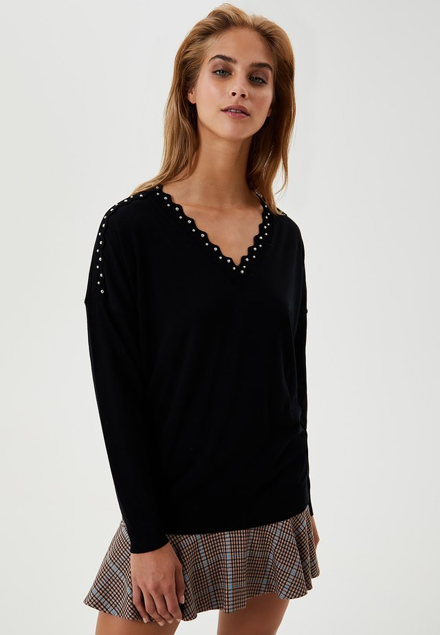 WITH STUDS - Jumper - black