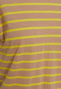 Madewell - SORREL WHISPER CREWNECK TEE IN LOBSTER STRIPE - Print T-shirt - faded earth - 2