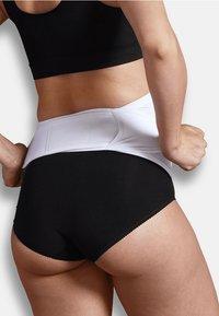 Carriwell - ADJUSTABLE SUPPORT BELT - Undershirt - white - 2