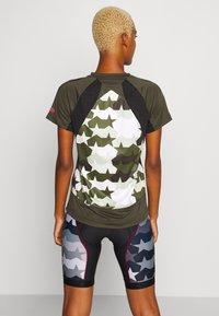 Zimtstern - TECHZONEZ - T-Shirt print - fog green/forest night/jester red - 2