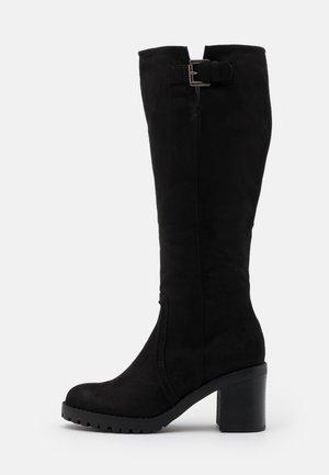 MAYA - Vysoká obuv - black