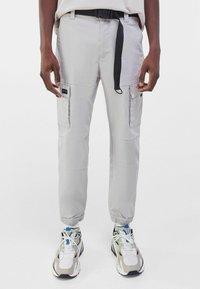 Bershka - Pantalon cargo - grey - 0