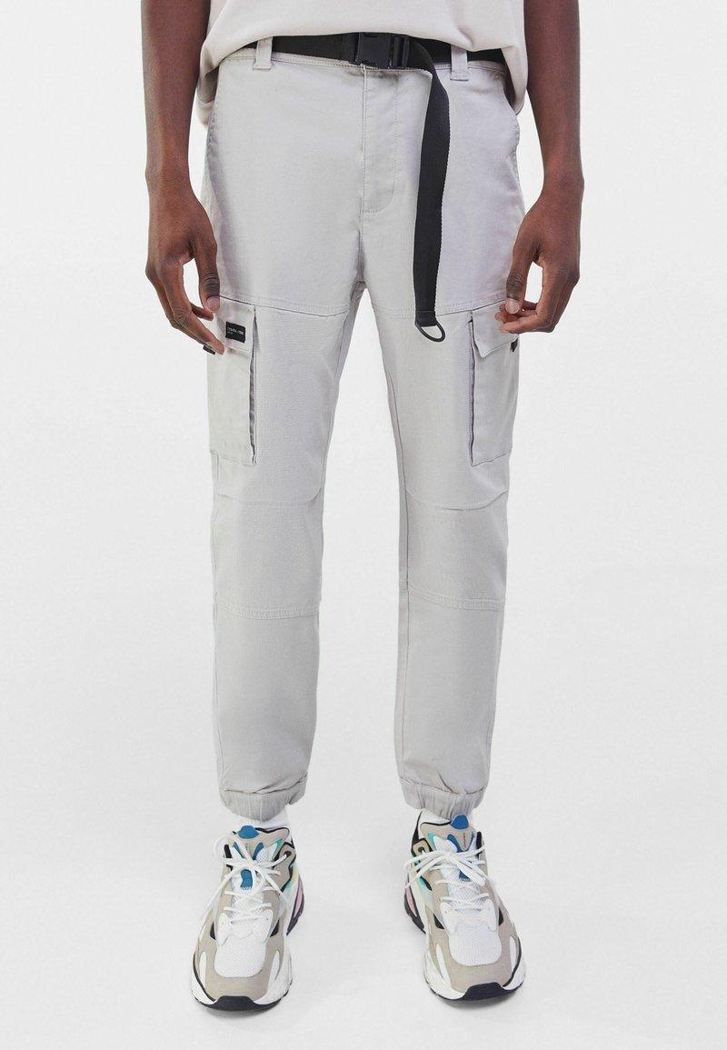 Bershka - Pantalon cargo - grey