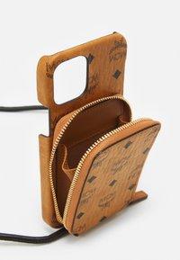 MCM - VISETOS ORIGINAL SMART PHONE CASE - Phone case - cognac - 2