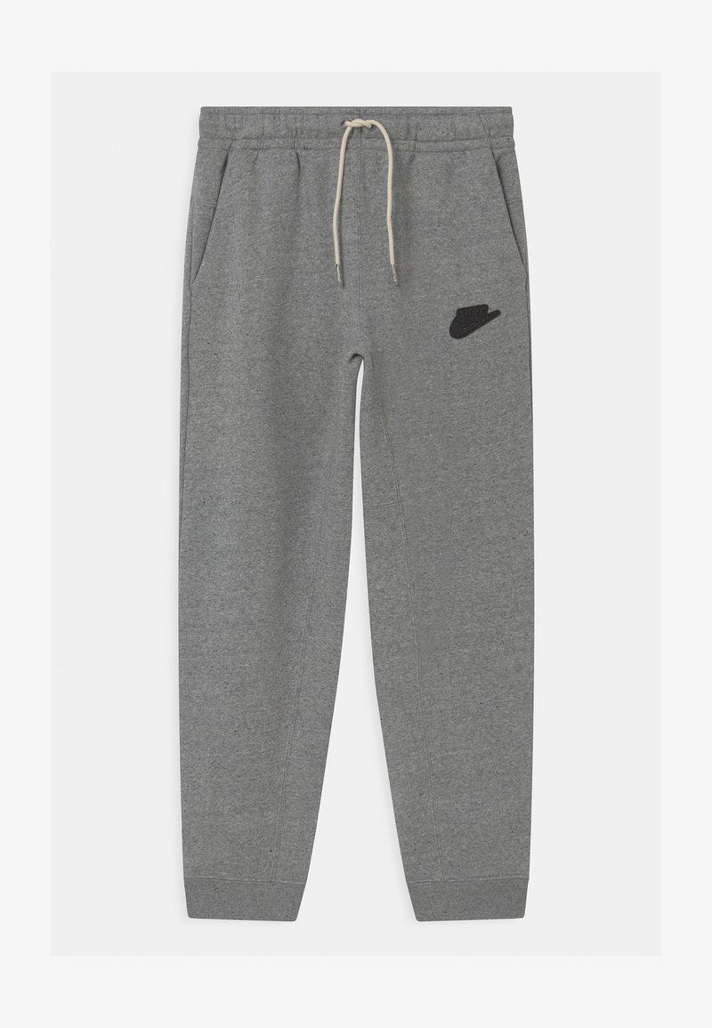 Nike Sportswear - REGRIND UNISEX - Tracksuit bottoms - black/dark smoke grey