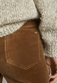 Massimo Dutti - MIT HOHEM BUND  - Trousers - ochre - 3