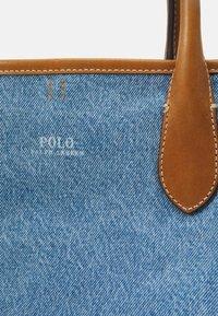 Polo Ralph Lauren - OPEN TOTE - Handbag - light blue/cuoio - 5