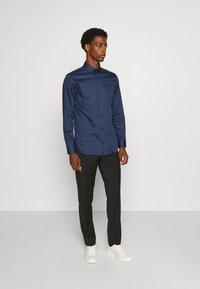 Jack & Jones PREMIUM - JPRBLAROYAL - Kostymskjorta - navy blazer - 1
