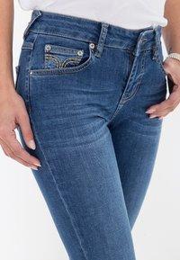Amor, Trust & Truth - MIT ZIERS - Slim fit jeans - mittelblau - 4