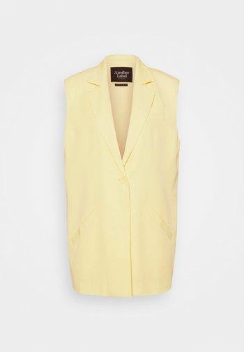 WEDÉLI VEST - Waistcoat - yellow