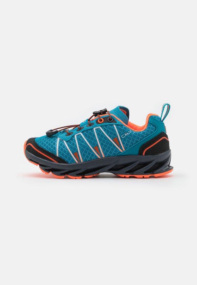 KIDS ALTAK TRAIL SHOE 2.0 UNISEX - Zapatillas de senderismo - ottanio/flash orange