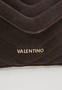 Valentino by Mario Valentino - CARILLON - Clutch - grigio - 5