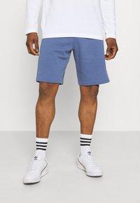 adidas Originals - ABSTRACT SHORT R.Y.V. ORIGINALS SHORTS - Shorts - crew blue - 0