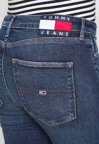Tommy Jeans - SYLVIA SUPER - Jeans Skinny Fit - lund dark blue - 4