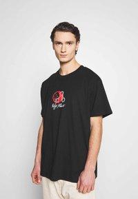 Night Addict - MORTAL - T-shirt med print - black - 2