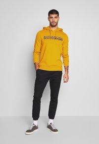 Napapijri - BOLANOS H - Hoodie - mango yellow - 1